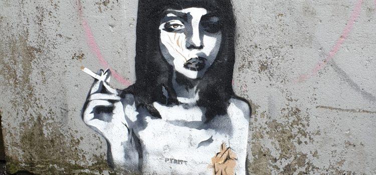 Røykende jente