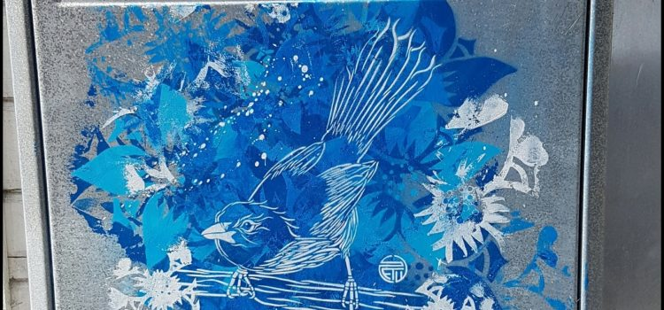 Fugl på gren blå